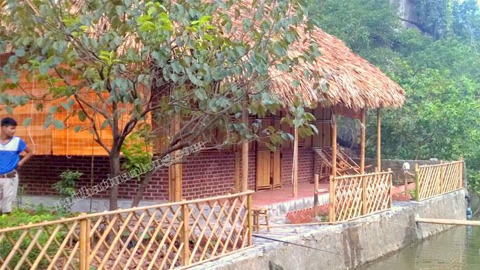 Thi công khu nhà nghỉ Homestay bằng chất liệu tre trúc , lá cọ tại khu du lịch - T