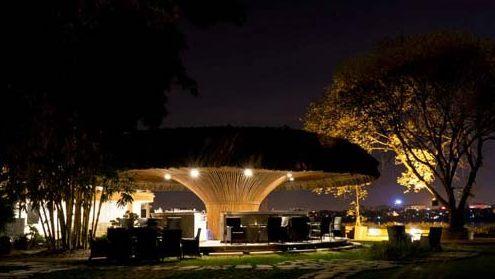 Thi công hạng mục tre trúc mái lá cọ  khu du lịch sinh thái Nắng Sông Hồng