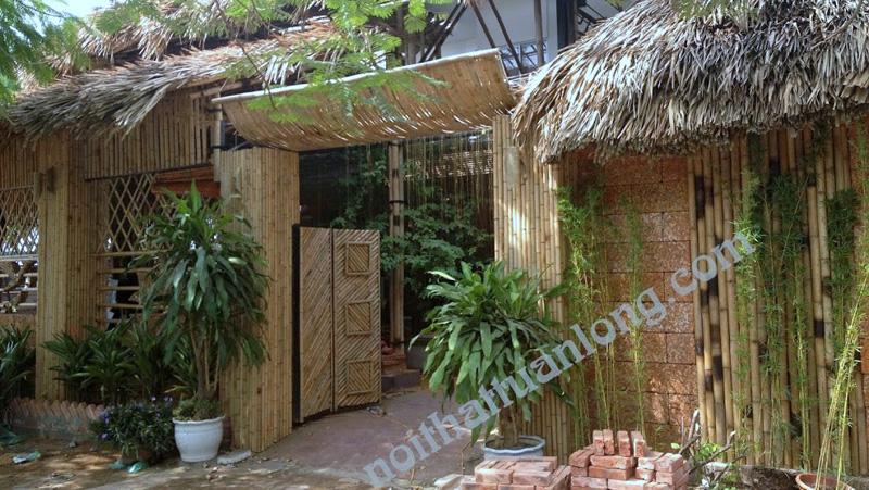 Thi công ốp tre trúc nhà hàng lẩu cua đồng tại 585 Lạc Long Quân - Hà nội .