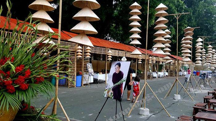 Thi công gian hàng tre nứa lá tại Hoàng thành Thăng Long