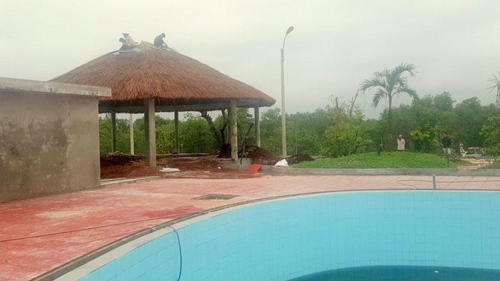 Thi công lợp mái guột chòi nghỉ bể bơi gia đình Anh Sỹ Quảng Bình .
