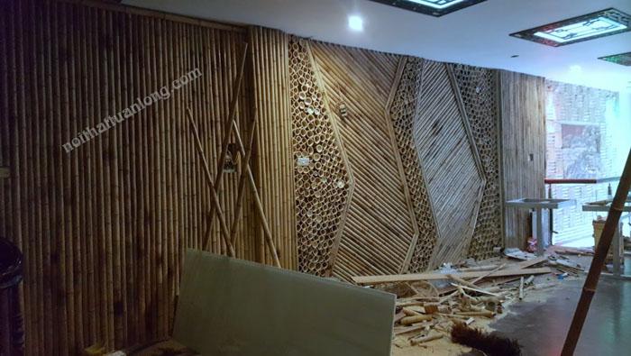 Thi công vách ngăn trúc, ốp trúc trang trí nhà hàng do KTS Hiếu thiết kế .