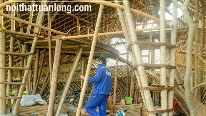 Mẫu Bugalow bằng tre trúc lợp mái lá 3 tầng kiểu dáng hiện đại .